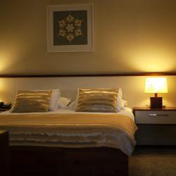 Dhoma 8